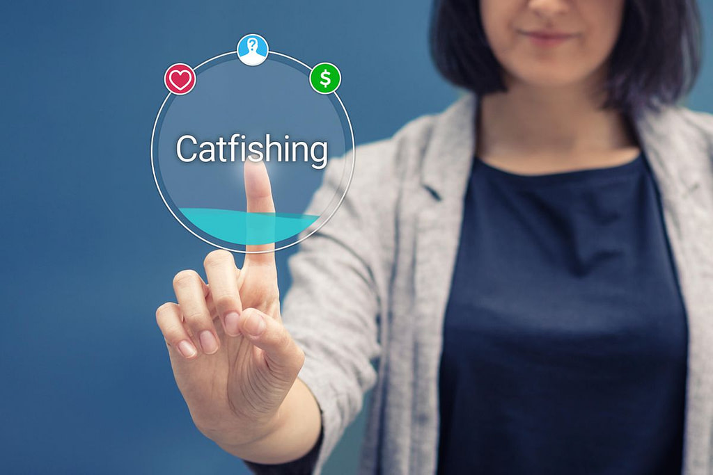 Catfishing και Social Media: Ενδείξεις ότι έχετε πέσει θύμα και τρόποι προστασίας