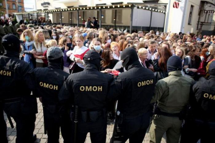 αστυνομικοί vs διαδηλωτές Λευκορωσία