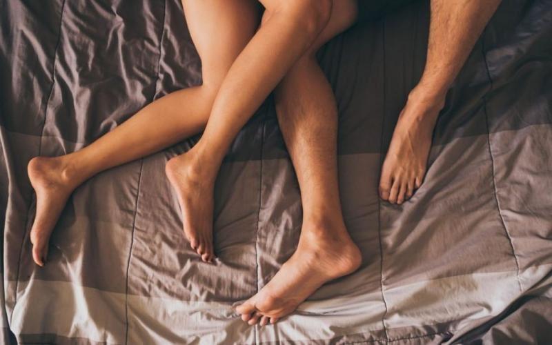 Κορωνοϊός: Απαγορεύεται το σεξ αν δεν μένετε στο ίδιο σπίτι