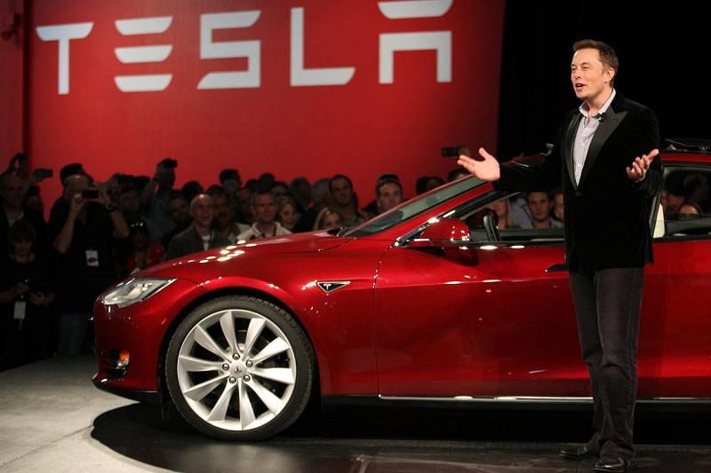 Tesla- πλήρης αυτοκίνηση