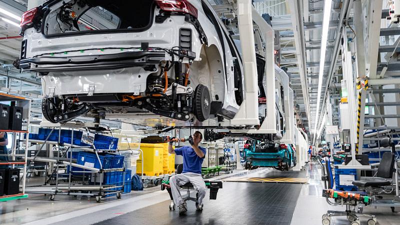 Έλλειψη chip: Πώς επηρεάζει αυτοκινητοβιομηχανίες και ηλεκτρονικά;