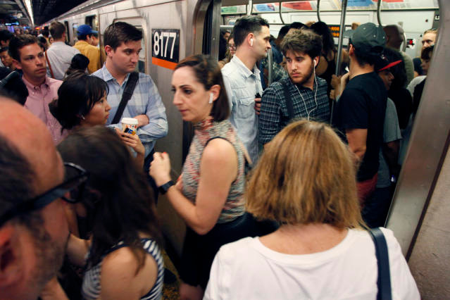 συνωστισμός στα ΜΜΕ - πόλεις
