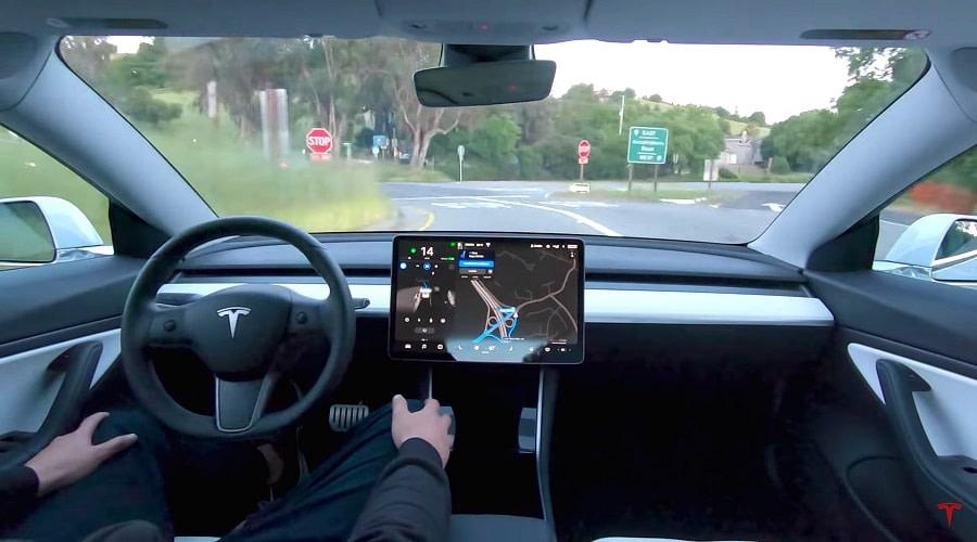 Tesla συνδρομητική υπηρεσία